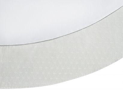 Скатерть круглая диаметр 180 см с серебристой каймой в подарочной упаковке